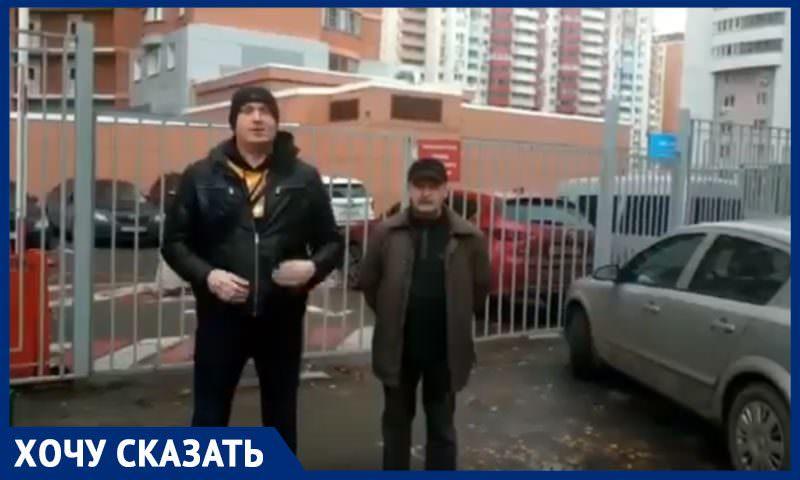 Забор ТСЖ перегородил дорогу к соседнему дому: жители жалуются, что скорая не может попасть к подъездам
