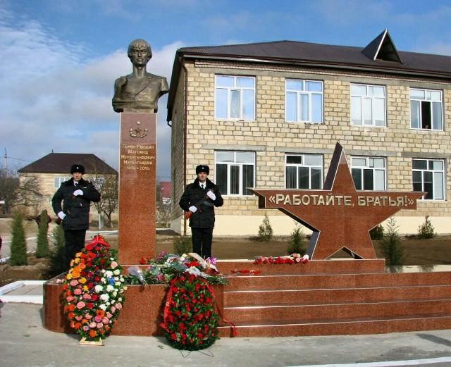 Работаем, брат! В Дагестане торжественно открыли памятник Герою России Магомеду Нурбагандову