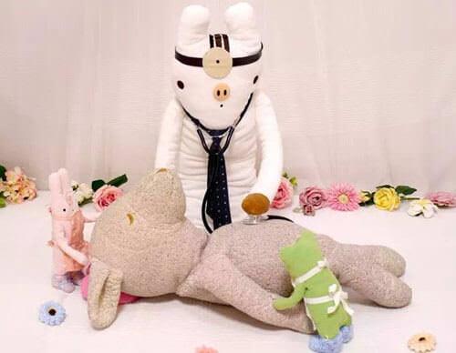 Плюшевый госпиталь оказывает медицинскую помощь игрушечным пациентам