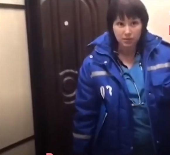 В Москве доктора без бахил со скандалом выгнали из квартиры