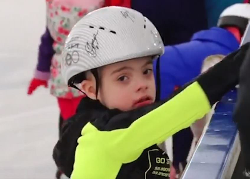 10-летний мальчик с синдромом Дауна освоил шорт-трек