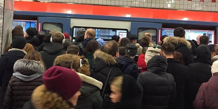 Пассажиры фиолетовой ветки метро в день два раза поминают Собянина недобрыми словами