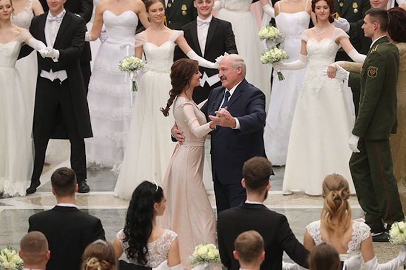 Лукашенко станцевал с самой красивой девушкой на Венском балу