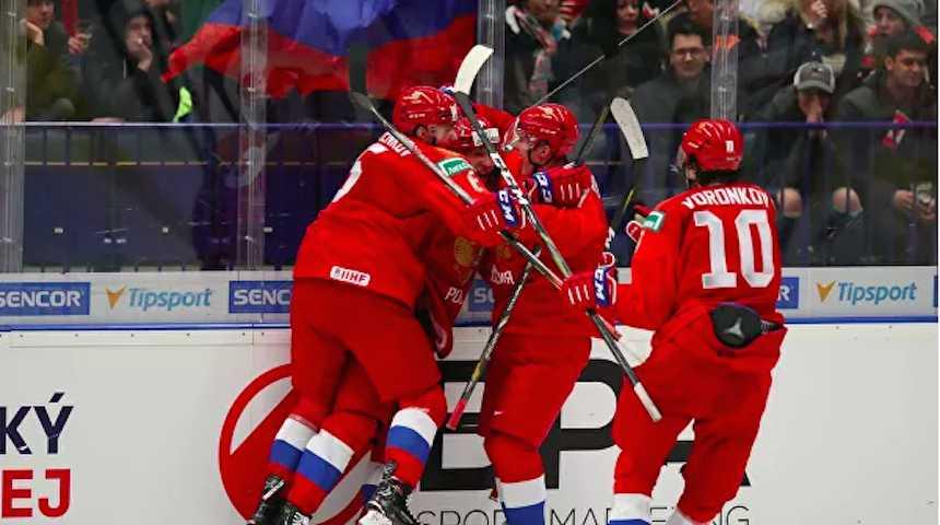 Сборная России по хоккею разгромила канадцев на молодежном ЧМ, а они отомстили по-другому