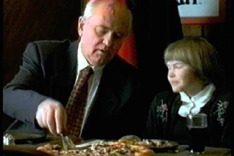 Горбачеву припомнили гонорар за американскую пиццерию