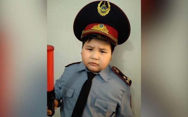 Мальчик пришёл на утренник в костюме полицейского и попал в отдел