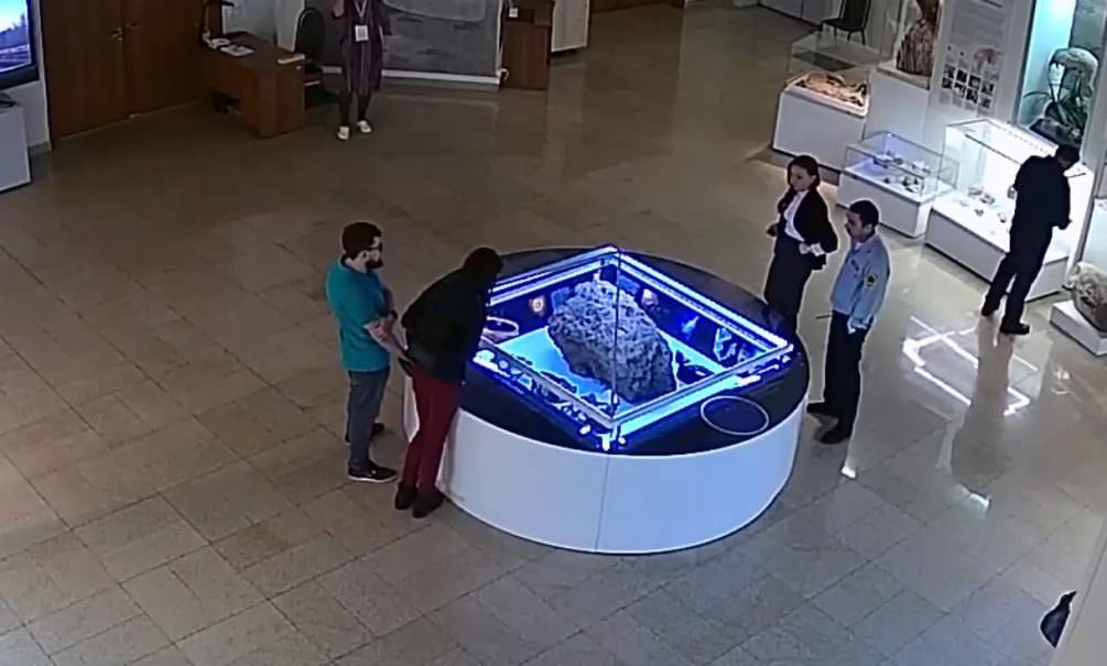 Над челябинским метеоритом самопроизволно раскрылся купол