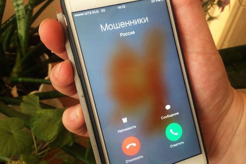 «Прокурор» вызвал на приём директоров школ и попросил по дороге закинуть денег на мобилу