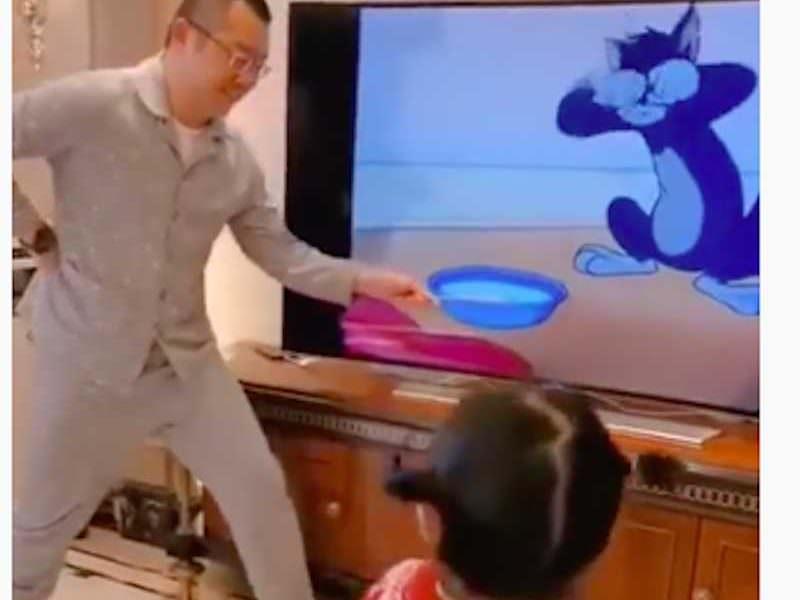 Смотри, дочка, как папка может!