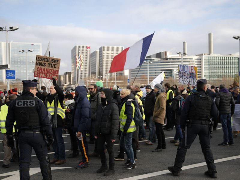 Протесты не помогли: во Франции повысили пенсионный возраст - Блокнот Россия