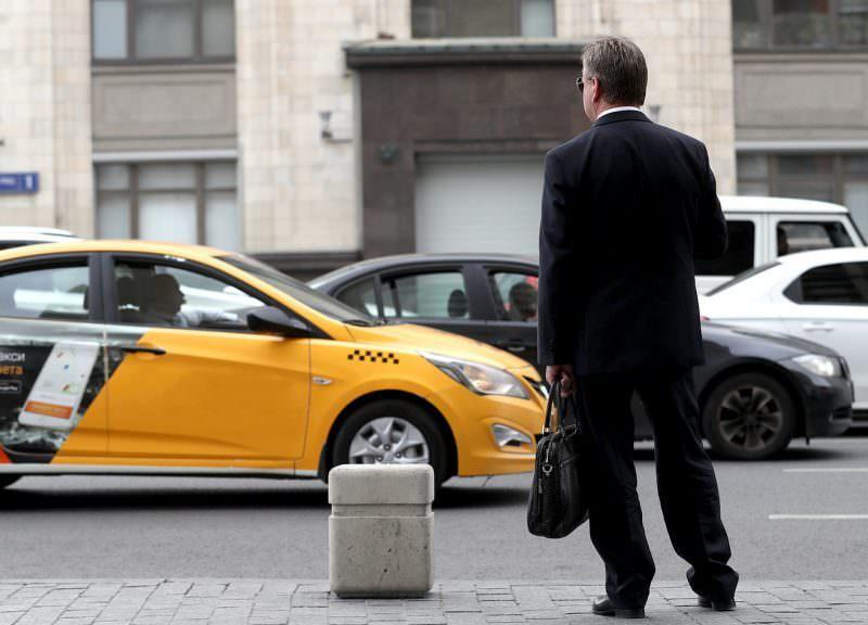 Минфин хочет пересадить чиновников со служебных автомобилей на такси