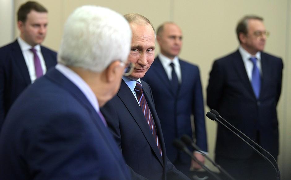 Путин поднял фуражку, упавшую с солдата почетного караула в Вифлееме