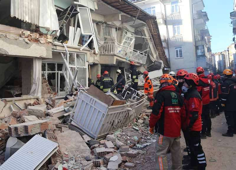 Свыше 20 человек стали жертвами сильного землетрясения в Турции