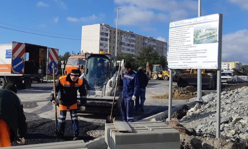 Андреевский парк в Геленджике объявили отремонтированным несмотря на незаконченные работы