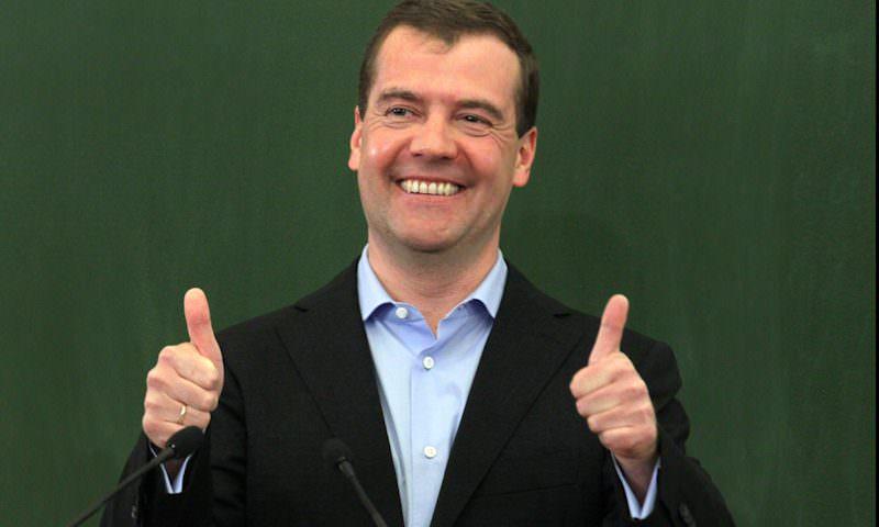 Можно выдохнуть: Медведев не потерял в зарплате на новой работе