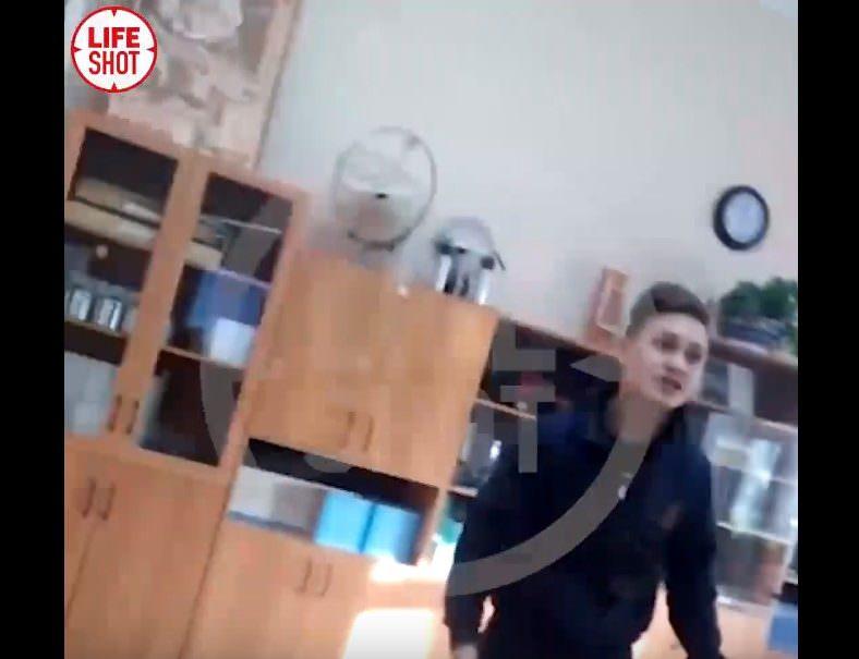 В Москве школьник избил учительницу прямо во время урока