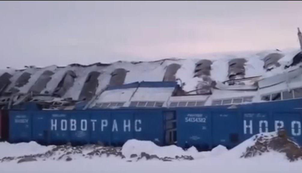 В Кемеровской области у завода из-за снега рухнула крыша