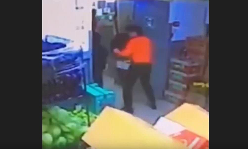 Кража банки кофе в московском супермаркете стоила молодому парню жизни