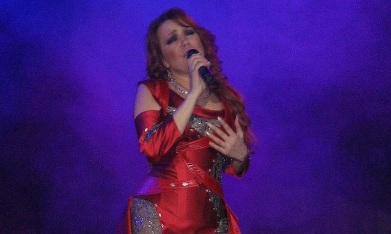 55-летняя певица Азиза впервые станет мамой