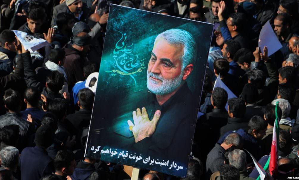 Иранское телевидение сообщило о 35 жертвах давки на похоронах генерала Сулеймани