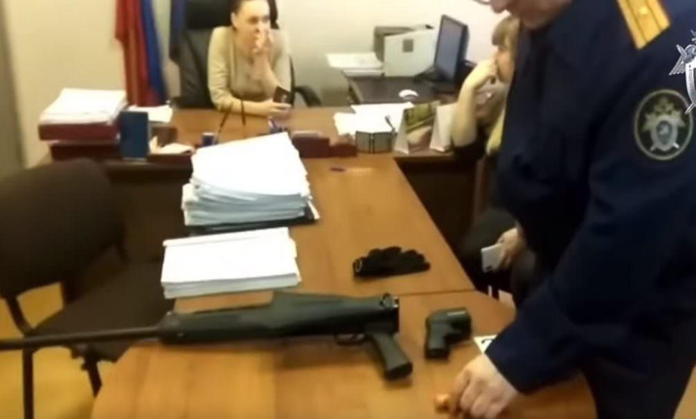 Дробью в лицо: устроивший стрельбу в суде жаловался на новокузнецкую Кущевку
