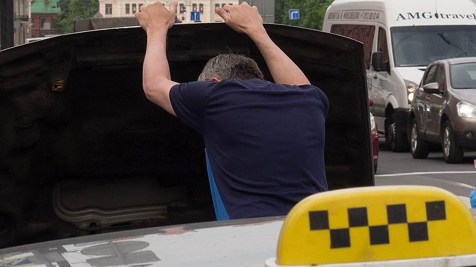 В России хотят запретить судимым по тяжким статьям работать водителями такси