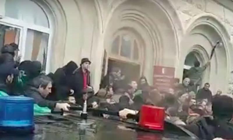 Опубликовано видео штурма администрации президента Абхазии