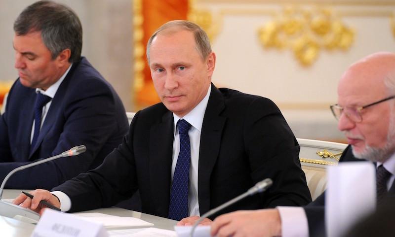 Путин запретил депутатам, министрам и губернаторам иметь вид на жительство за границей
