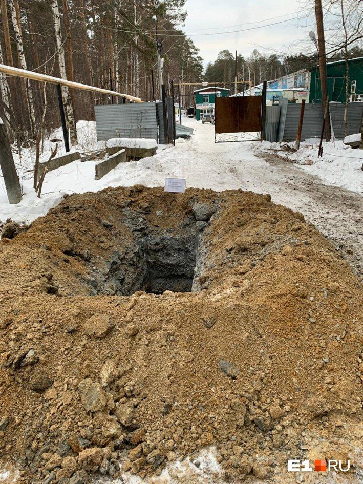 На Урале пенсионера похоронили прямо посреди дороги