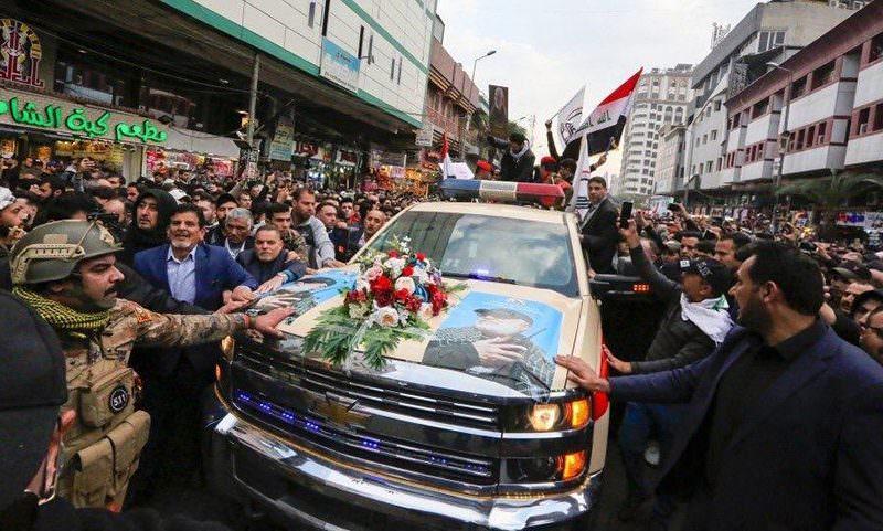 Убитого США иранского генерала везли в последний путь на американской машине