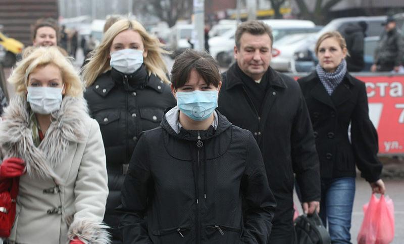 Россиян призвали не носить медицинские маски на улице