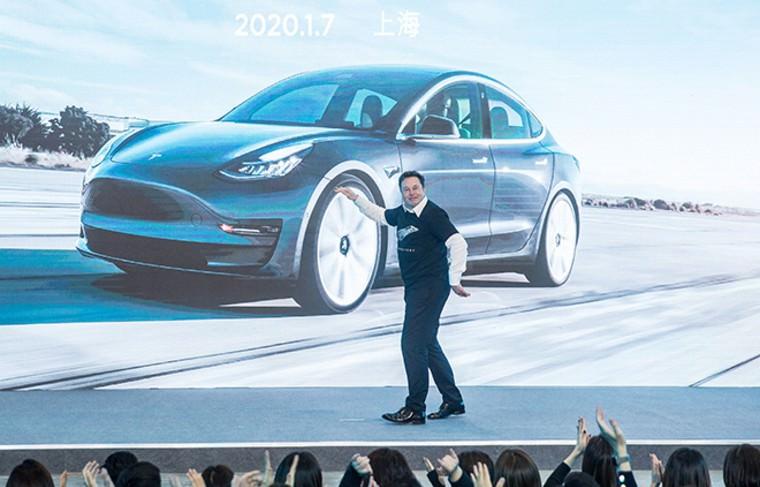 Илон Маск станцевал на презентации электрических внедорожников Model Y в Шанхае
