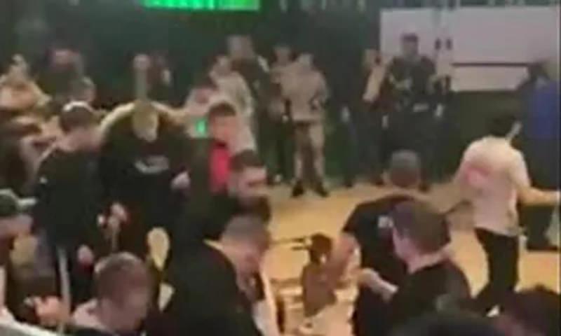 Бойцы и болельщики устроили массовую драку на московском турнире по ММА