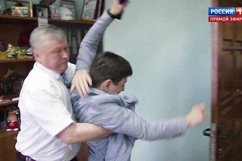 Российского чиновника осудили на два года за нападение на журналиста