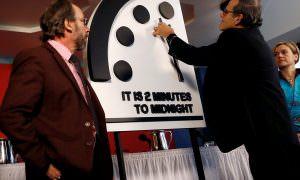 100 секунд до ядерной полуночи: стрелки Часов Судного дня снова перевели