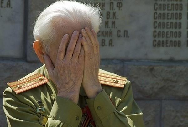 90-летний ветеран целый день ждал депутата, но тот не пришел вручать ему медаль