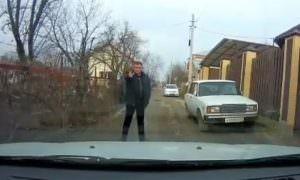 «Каспаровский стрелок»: Россиянин не давал проехать машинам, угрожая пистолетом