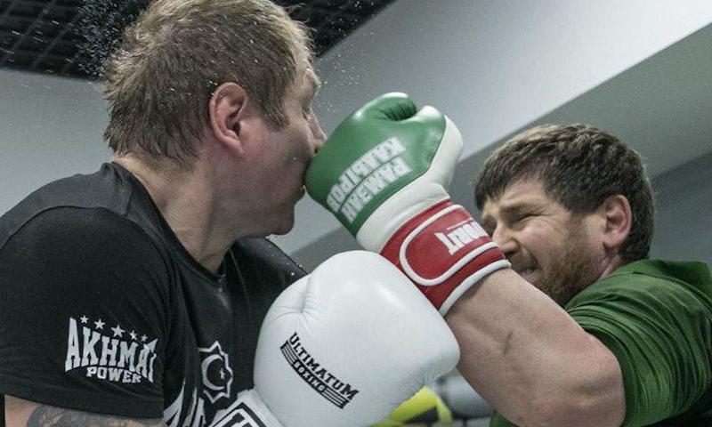 Александр Емельяненко выложил фотографии жесткого боя с Рамзаном Кадыровым