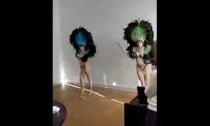 Танцующие полуголые девушки в перьях поздравили чиновников Владимирской области с 23 февраля