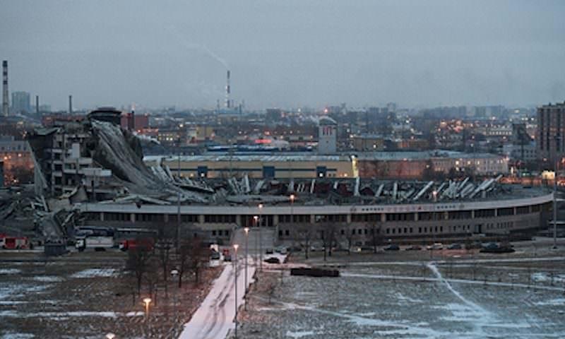 Погибшего при обрушении петербургского стадиона высотника заставили работать без страховки