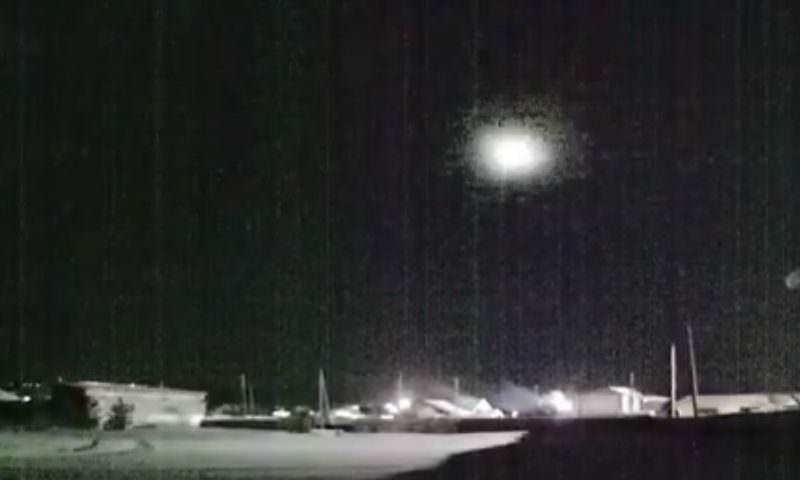 Взорвавшийся над Уралом метеор попал на видео
