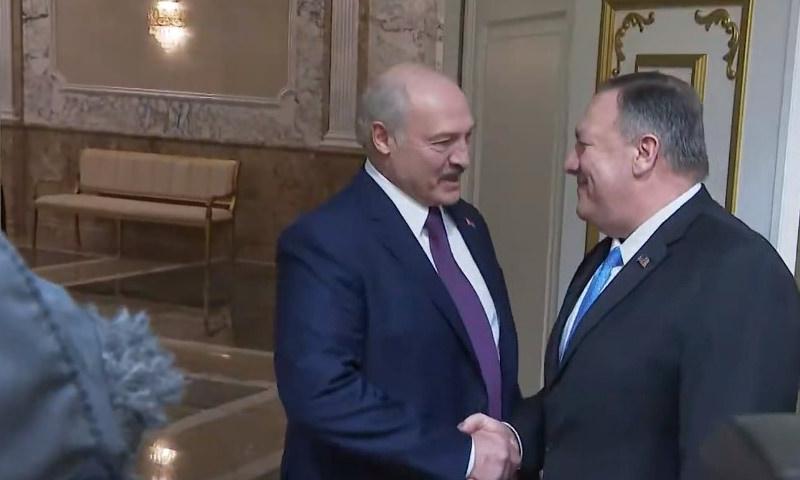 Лукашенко пошутил о белорусской диктатуре перед пообещавшим нефть Помпео