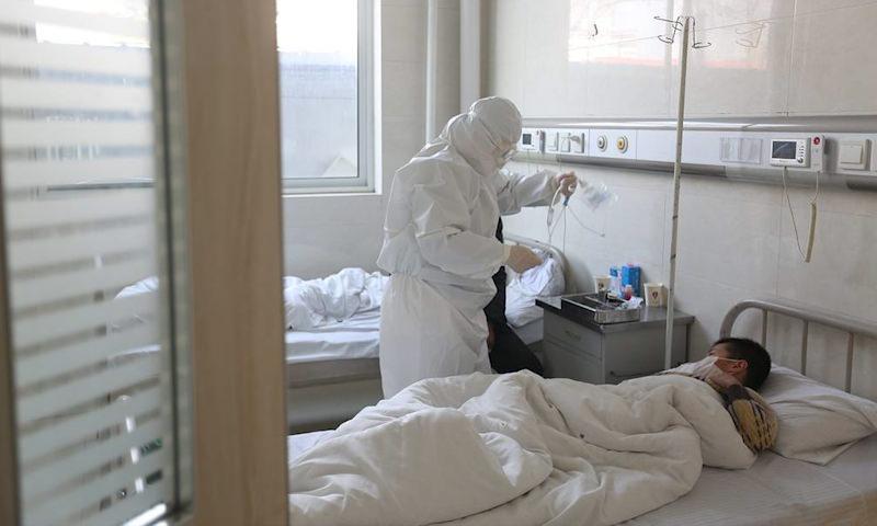 Не больница, а проходной двор: россияне массово сбегают из коронавирусного карантина