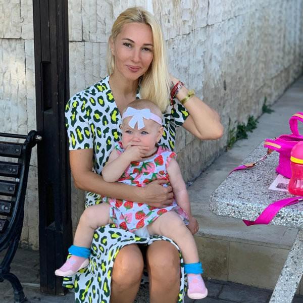 «В моем возрасте выносить уже тяжело»: Кудрявцева рассказала, как появилась ее дочь