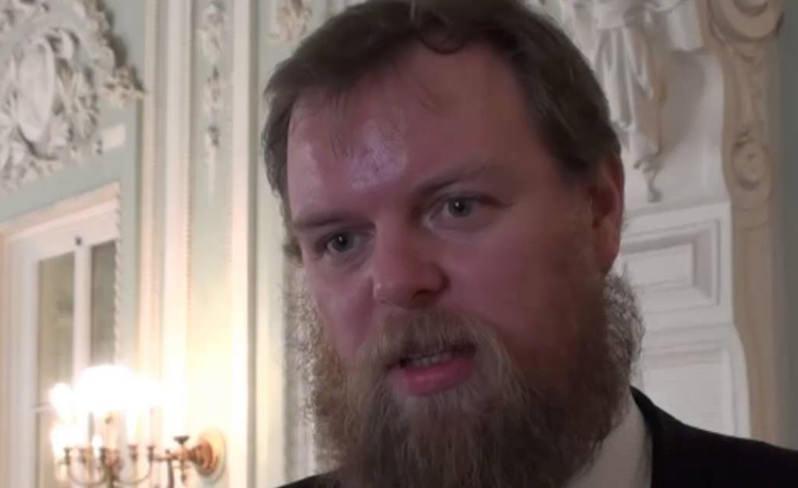 «Нельзя быть богатым, если твоя страна в *опе»: Задолжавший миллиарды банкир объяснил свое бегство из России