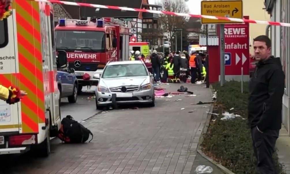 В Германии автомобиль въехал в толпу участников карнавала