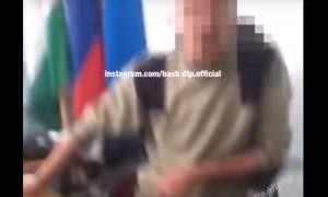 Российский чиновник матом обругал посетителя за просьбу о дороге