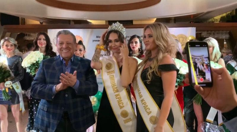 Борис Грачевский одарил поцелуями руки победительницы «Пивная краса – 2020»