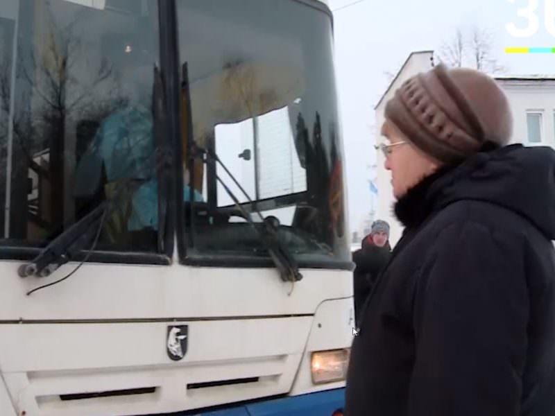 На Урале пенсионерка заблокировала дорогу везущему китайцев на карантин автобусу