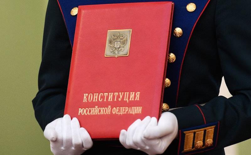 Проголосовал, не вставая с дивана: россияне смогут поддержать поправки в Конституцию из дома